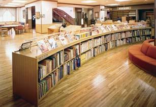深川図書館内観