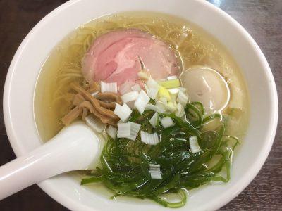 塩ラーメンの黄金スープ