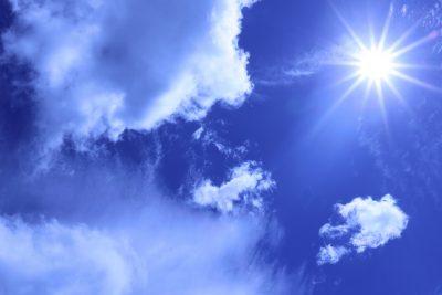 雲と太陽と青の深み