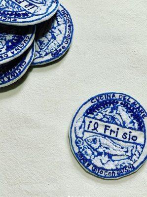 ロゴ刺繍ワッペンブローチ